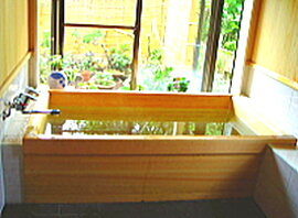 温泉気分を味わいたい・・・檜風呂で実現!
